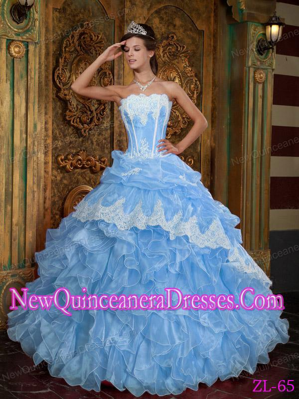 narrative of quinceanera 2016-6-23  la quinceañara by norma elia cantú  of the specific context in which s/he operates, i have decided to include my own context into the text of.