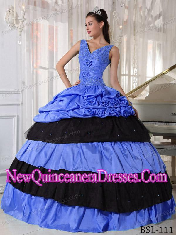 Ball Gown V-neck Popular Quinceanera Gowns with Beading in Blue and Black