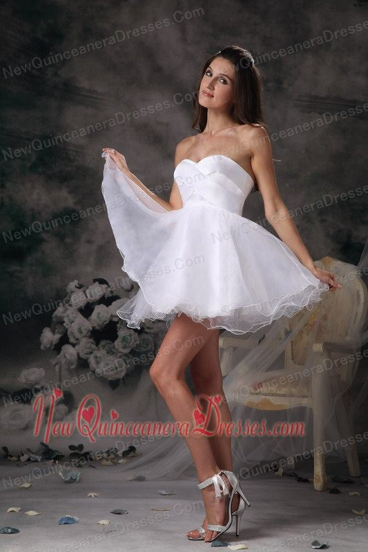 White A-line Sweetheart Mini-length Organza Dama Dresses for Quinceanera