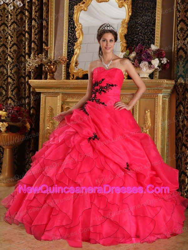 Pretty Red Quinceanera Dress Sweetheart Floor-length Organza Appliques Ball Gown