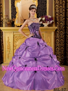 Cheap Quinceanera Gowns In Purple Ball Gown Strapless With Embroidery