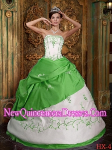 Cheap Quinceanera Gowns Strapless In Spring Green and White With Embroidery