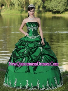 Green Custom Made Quinceanera Dresses With Satin Embroidery Decorate