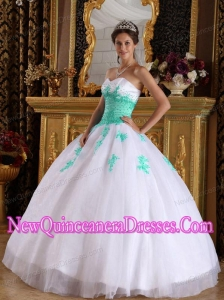 Sweetheart Fashionable White and Green Appliques Ball Gown Organza Quinceanera Dress