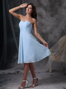 Baby Blue Empire Sweetheart Knee-length Chiffon Ruch Quinceanera Dama Dresses