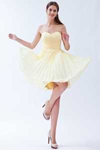 Light Yellow Empire Sweetheart Knee-length Chiffon Pleats Dama Dresses for Quinceanera