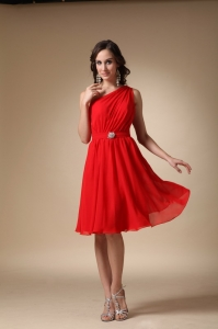 Red A-line One Shoulder Knee-length Chiffon Beading Dama Dresses for Quinceanera