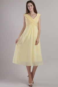 Yellow Empire V-neck Tea-length Chiffon Dama Dresses for Quinceanera