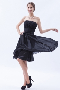 A-line / Princess Strapless Knee-length Chiffon Bow Dama Dresses for Quinceanera