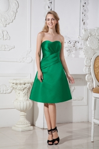 Green A-line Sweetheart Knee-length Satin Ruch Dama Dresses for Quinceanera