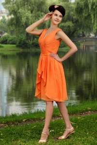 Orange Empire V-neck Knee-length Chiffon Ruch Dama Dresses for Quinceanera
