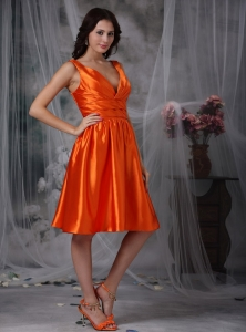 Orange Red Column V-neck Knee-length Taffeta Ruch Dama Dresses for Quinceanera