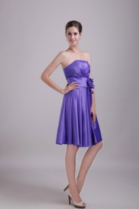 Purple A-line / Princess Strapless Knee-length Satin Handle-made Flower Dama Dresses for Quinceanera
