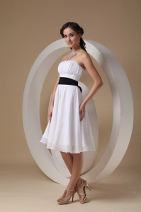 White A-line Strapless Knee-length Chiffon Sashes Dama Dress
