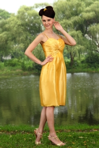 Yellow Column Straps Knee-length Taffeta Ruch Dama Dresses for Quinceanera