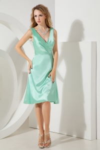 Apple Green A-line / Pricess V-neck Knee-length Taffeta Dama Dresses for Quinceanera