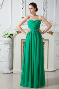 Green Empire Sweetheart Floor-length Chiffon Ruch Dama Dresses for Quinceanera