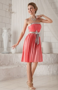 Watermelon Column / Sheath Strapless Knee-length Elastic Woven Satin Bow Dama Dresses for Quinceanera