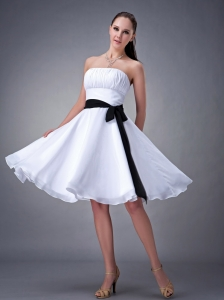 White A-line / Princess Strapless Knee-length Chiffon Sash Dama Dress