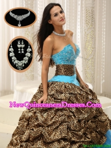 2016 Fashionable Sweetheart Quinceanera Dresses with Beading and Pick Ups