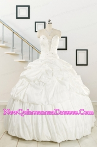 2015 White Taffeta Dresses For a Quinceanera with Beading and Pick Ups