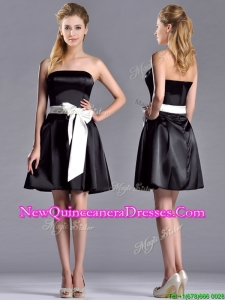 Romantic A Line Strapless White Be-ribboned Short Dama Dress in Black