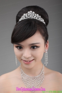 Luxurious Pearl and Alloy Dignified Ladies Tiara and Necklace