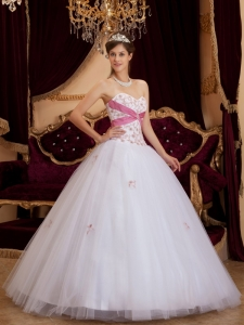 Pretty White Quinceanera Dress Sweetheart Appliques Tulle A-line / Princess