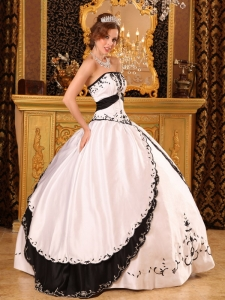 Black Strapless Dress on New Quinceanera Dresses2013 Quinceanera Gowns   Personal Blog
