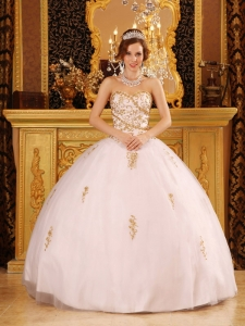 Elegant White Quinceanera Dress Sweetheart Tulle Appliques Ball Gown