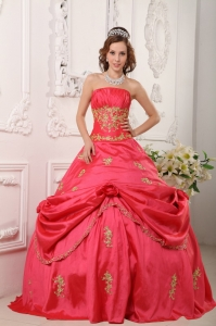 Beautiful Watermelon Red Quinceanera Dress Ball Gown Strapless Taffeta Beading and Appliques Ball Gow