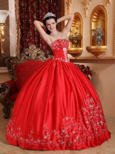 Classical Red Quinceanera Dress Strapless Taffeta Embroidery Ball Gown