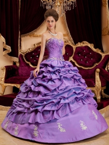 Luxurious Lavender Quinceanera Dress Sweetheart Taffeta Appliques Ball Gown