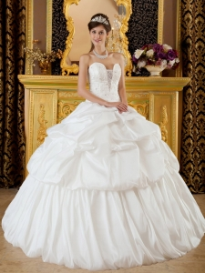 Remarkable Elegant Quinceanera Dress Strapless Taffeta Beading White Ball Gown
