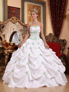 Popular White Quinceanera Dress Strapless Taffeta Appliques Ball Gown