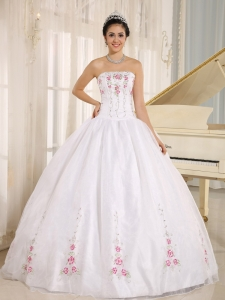 2013 White Embroidery Quinceanera Dress For Custom Made