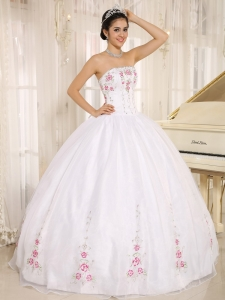 2013 White Embroidered Quinceanera Dress Wholesale - $196.26