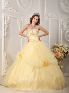 Beautiful Light Yellow Quinceanera Dress Sweetheart Organza Appliques Ball Gown