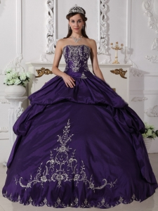 Elegant Purple Quinceanera Dress Strapless Taffeta Embroidery Ball Gown