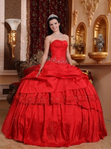 Beautiful Red Quinceanera Dress Sweetheart Taffeta Beading and Appliques Ball Gown