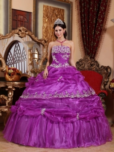 Fashionable Purple Quinceanera Dress Strapless Organza Appliques Ball Gown