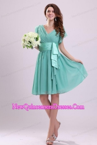 Apple Green V-neck Chiffon Dama Dresses with Short Sleeves