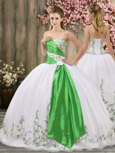 Fashion Sleeveless Organza Floor Length Lace Up Sweet 16 Dresses in White with Embroidery and Belt