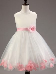 Sleeveless Tulle Knee Length Zipper Little Girls Pageant Dress Wholesale in White with Appliques and Hand Made Flower